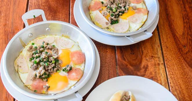 เสิร์ฟอาหารมื้อเช้า กับเมนูเบา ๆ กันที่ร้าน 'ถุงเงิน ก๋วยจั๊บญวน-ข้าวต้ม-ไข่กระทะ'