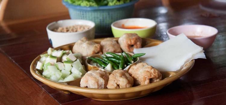 ลิ้มรสอาหารเวียดนามแบบฉบับต้นตำหรับขนานแท้ ที่ร้าน 'แหนมเนืองลับแล'