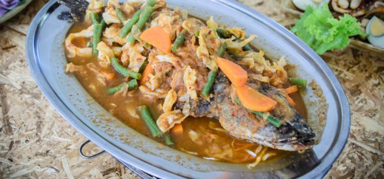 จัดเต็มเมนูปลาเผาสมุนไพรเพื่อสุขภาพ กับบรรยากาศร้านเป็นกันเอง ที่ร้าน 'เอกปลาเผา'
