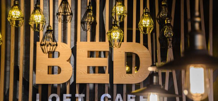 ดื่มด่ำกับเมนูอาหารสไตล์ไทยฟิวชั่น พร้อมบรรยากาศห้องพักสไตล์ลอฟต์ริมบึงหนองโคตร ที่ 'Bed Loft Cafe'
