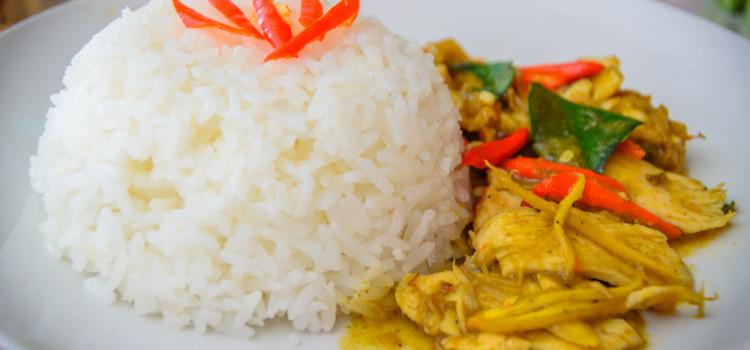 อิ่มอร่อยกับหลากเมนูอาหารตามสั่ง ราคาสบายกระเป๋า ที่ร้าน 'กิ่นอิ่ม KinAim อาหารตามสั่ง'