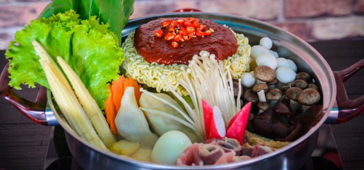 พิสูจน์ความอร่อย กับเมนูมาม่าเกาหลีหม้อไฟ ต้นตำหรับจากเกาหลี ที่ร้าน 'วังซอง'